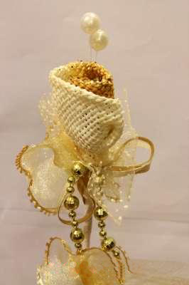 bunga telur emas