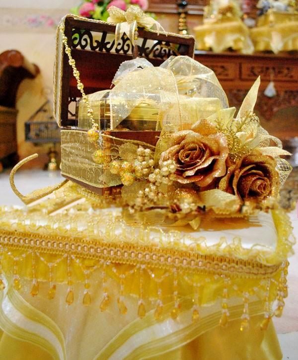 gubahan coklat hantaran gold