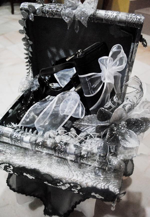 gubahan hantaran hitam silver purse