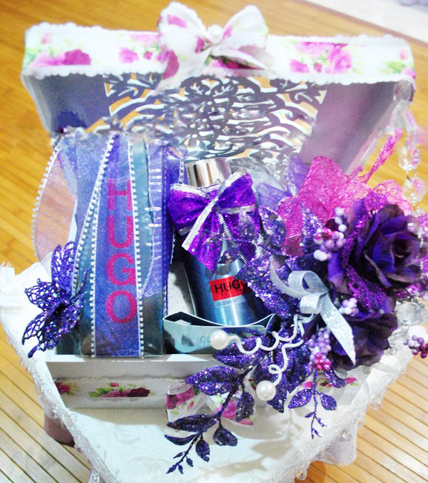 gubahan hantaran kahwin purple putih perfume