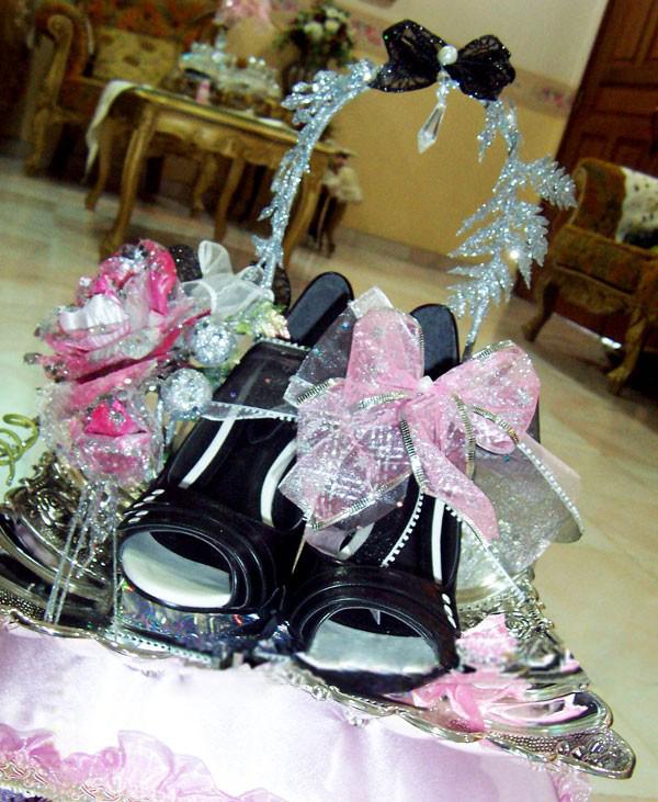 gubahan hantaran pink merah jambu hitam sandal