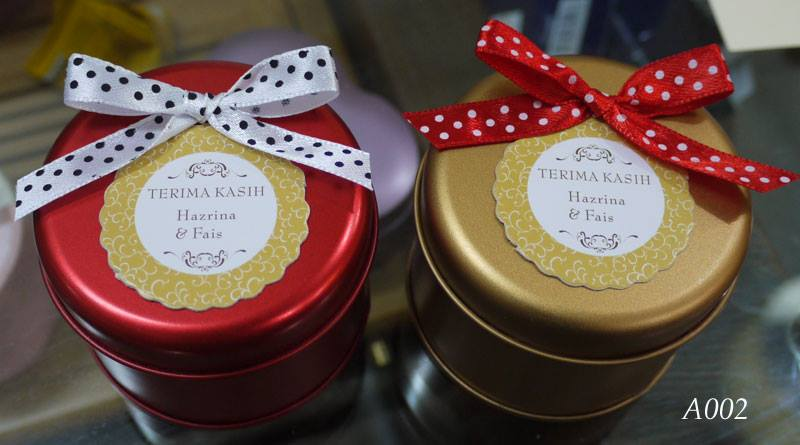 round mint tin with favor tag