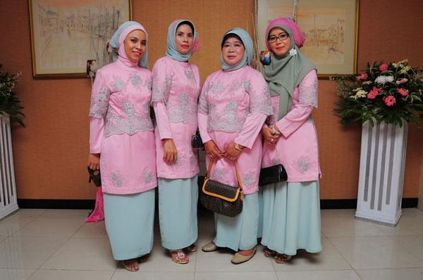 pakaian ibu pengantin